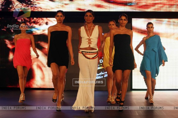 Raveena Tandon Walks the Ramp for Ramona Narang