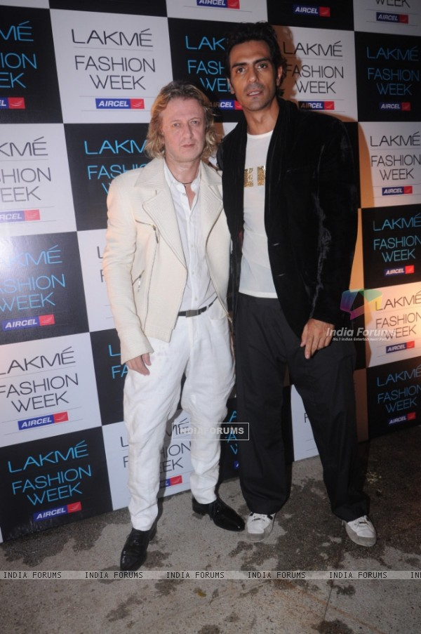 Rohit Bal with Arjun Rampal at the opening of Lakmashion Week Winter/Festive 2011. .