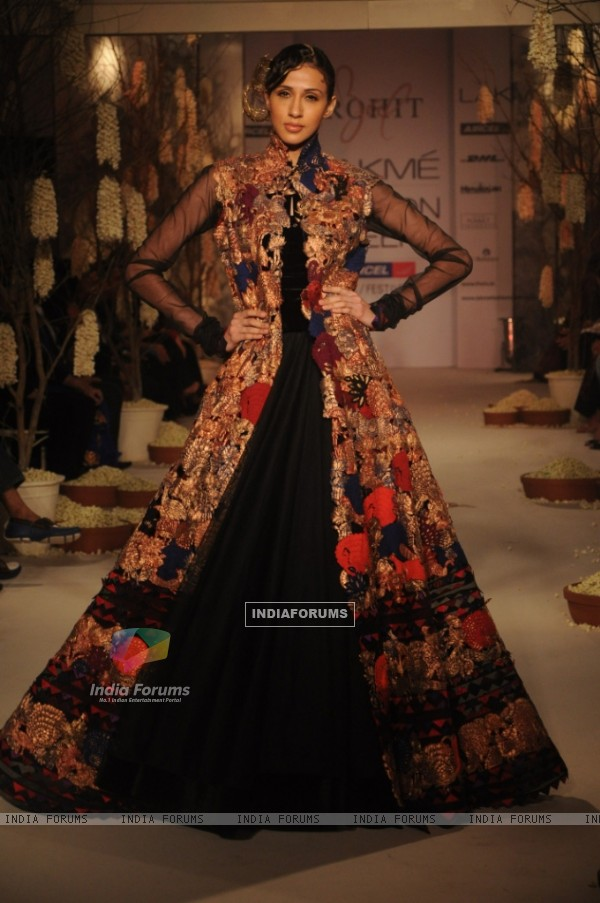 Model displaying designer Rohit Bal's collection at Lakmashion Week Winter/Festive 2011. .