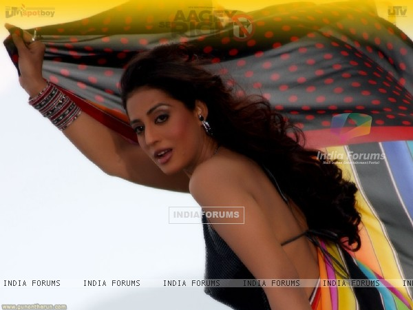 Mahie Gill looking gorgeous in Sari