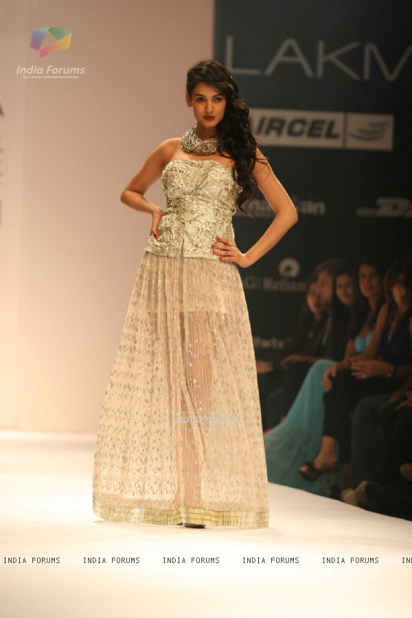 Rina Dhaka Presented An Utterly Feminine Glamorous Collection At Lakm� Fashion Week Winter/Fashion 2011