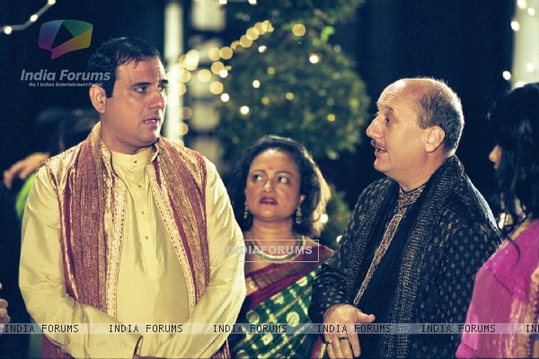 Anupam talking to Boman Irani