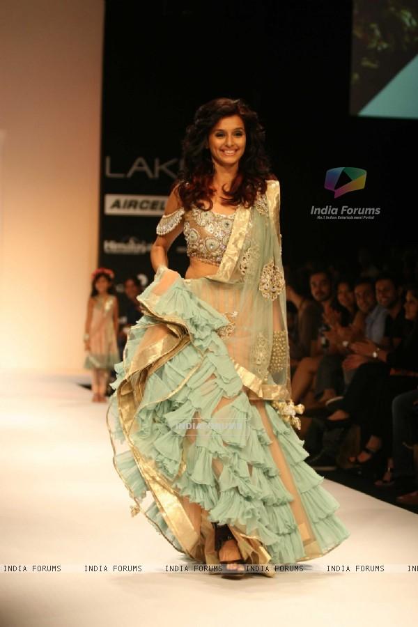 Payal Singhal's Bridal Fantasy Collection Dazzled At Lakmé Fashion Week Winter/Festive 2011