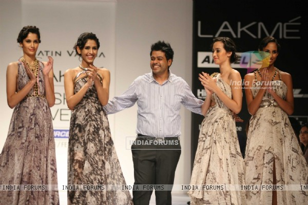Jatin Varma Recreated The Splendour Of Red Carpet Creations At The Lakmé Fashion Week WinterFestive 2011 Show