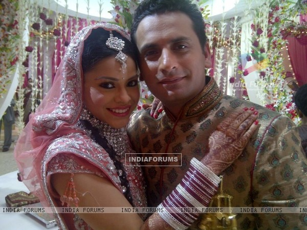 Natasha with Vikram in Bade Acche Laggte Hai
