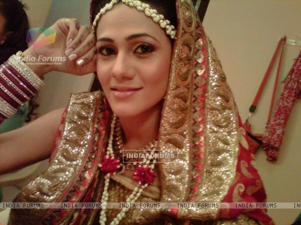 Kajal Pisal as Ishikaa Kapoor in bridal outfit
