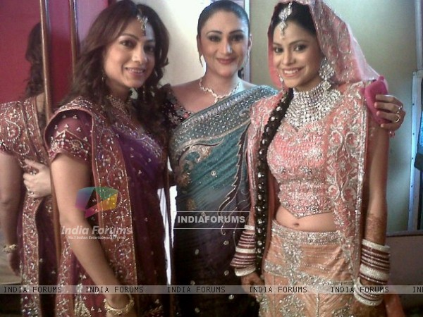Niharika Kapoor with Natasha and Neha