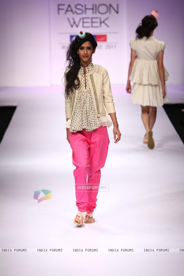 Model displays designer VJ Balhara's creation during the Lakme Fashion Week Day 3 in Mumbai. .