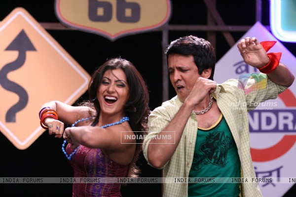 Kay Kay Menon and Rimi Sen enjoying dancing