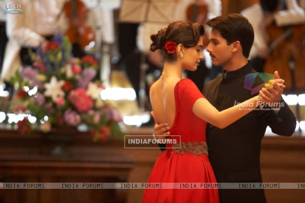 Shahid and Sonam Kapoor in the movie Mausam (156300)