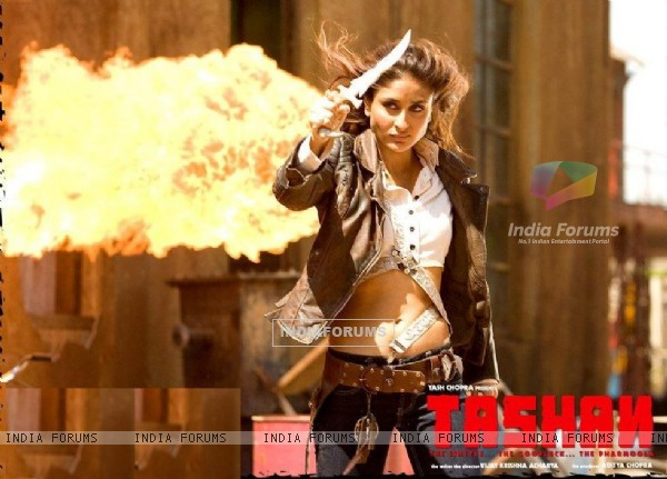 Wallpaper of Tashan movie with Kareena