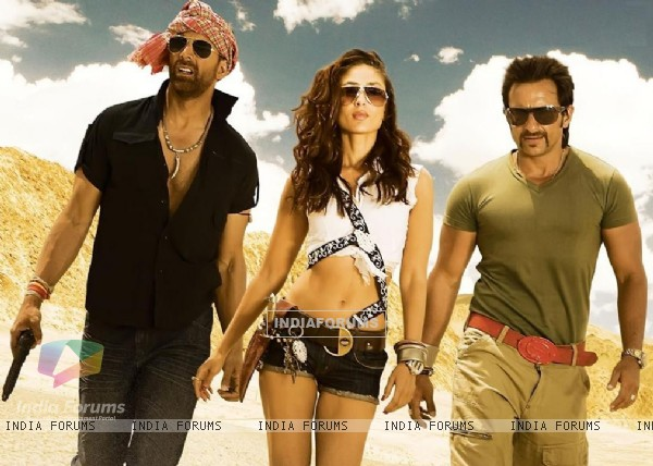 Kareena looking hot with Saif and Akshay