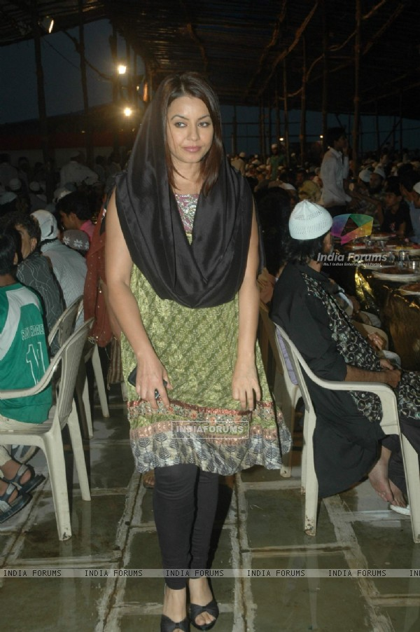Mahima Chaudhry at Iftar party hosted by Babloo Aziz at Sanatacruz
