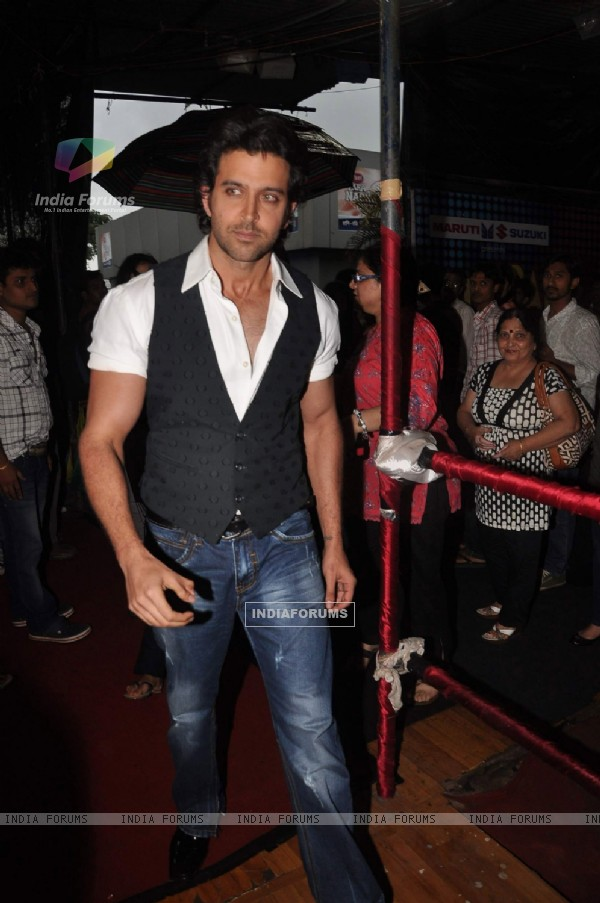 Hrithik Roshan on the sets of Just Dance
