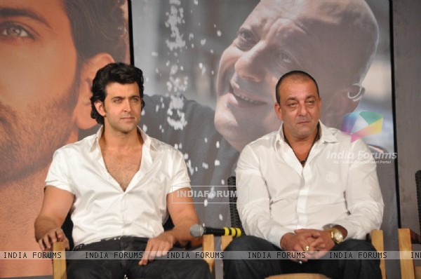 Hrithik with Sanjay Dutt at 'Agneepath' trailer launch event at JW.Mariott