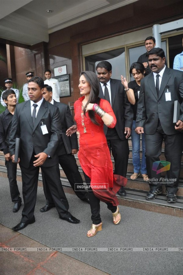 Kareena Kapoor during the promotion of film 'Bodyguard' with celebrities Bodyguards