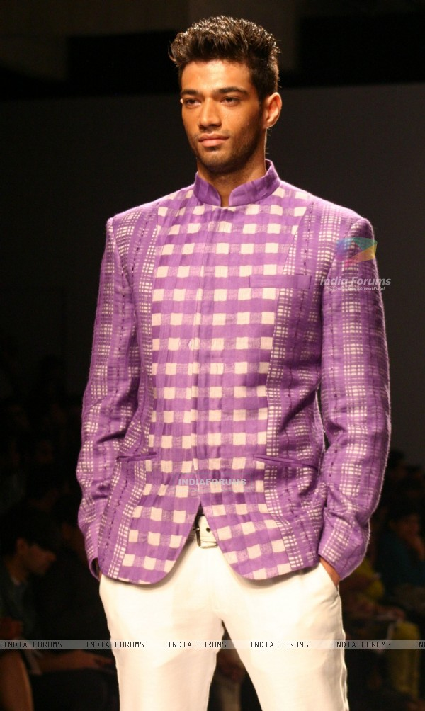 A model showcasing designer Manoviraj Khosla,s creation at the Van Heusen India Fashion Week,in New Delhi. .