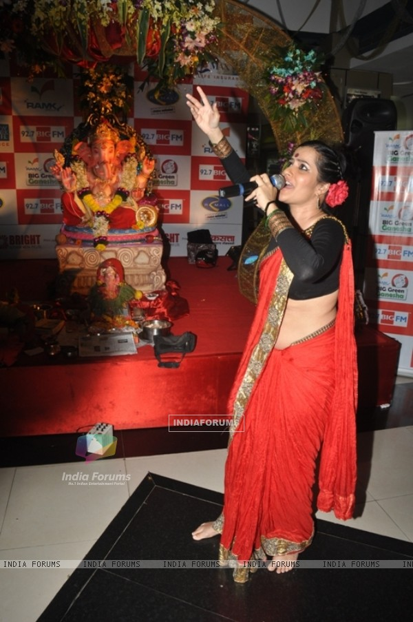 Sona Mohapatra(Singer-Delly Belly Fame) at 92.7 Big Gree Ganasha at R Mall, Mulund, Mumbai