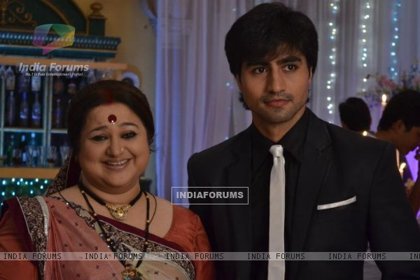 Mohan with his mother in tvshow Dhrampatni