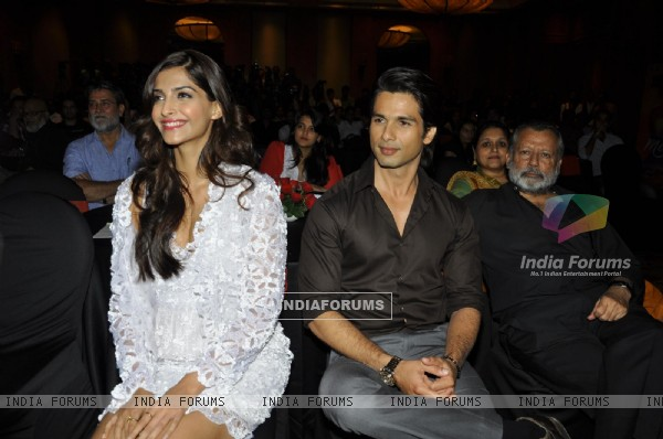 Pankaj, Shahid and Sonam at Music success party of film 'Mausam' at Hotel JW Marriott in Juhu, Mumba (158142)