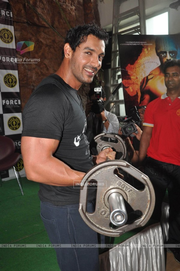 John Abraham promotes his film Force at Gold Gym, Bandra in Mumbai (158339)