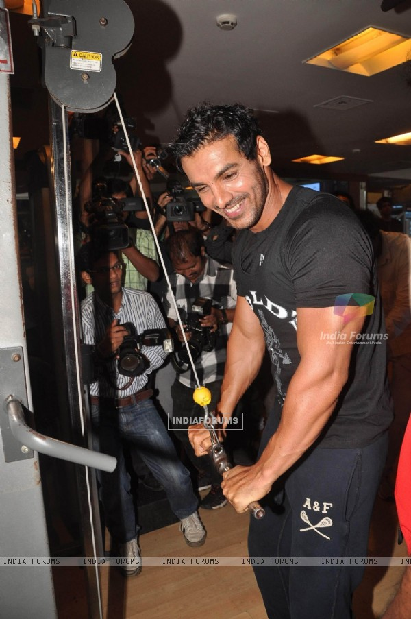 John Abraham promotes his film Force at Gold Gym, Bandra in Mumbai (158343)