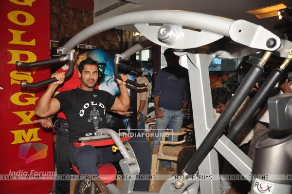 John Abraham promotes his film Force at Gold Gym, Bandra in Mumbai (158345)