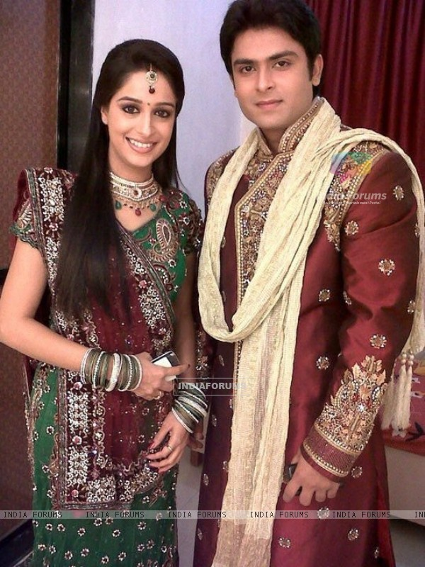 Shoaib Ibrahim and Dipika Samson as Prem and Simar