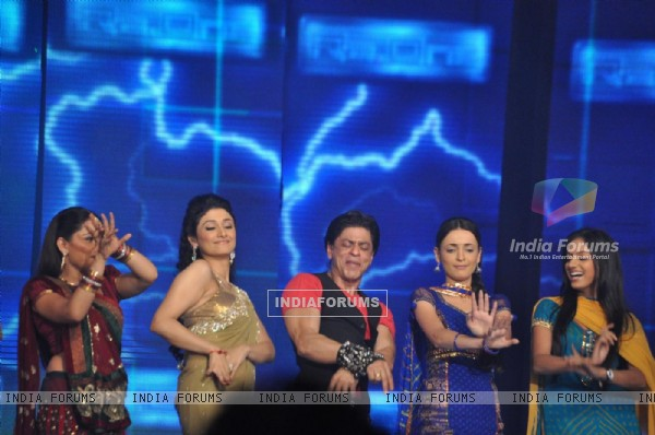 Shah Rukh with Ragini Khanna, Giaa Manek and Sanaya Irani at Ra.One music launch