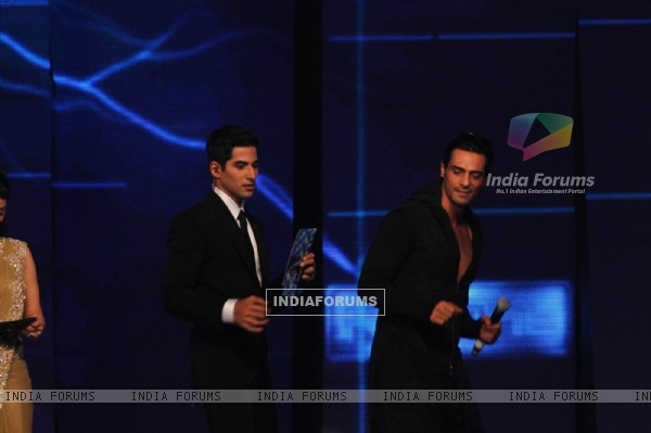 Arjun Rampal with Vivan Bhathena at Ra.One music launch