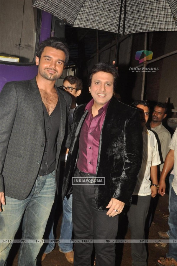 Govinda and Mimoh Chakraborty on the location of film 'Loot' at Chandivali