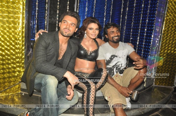 Mimoh Chakraborty, Remo Dsouza and Rakhi Sawant on the location of film 'Loot' at Chandivali