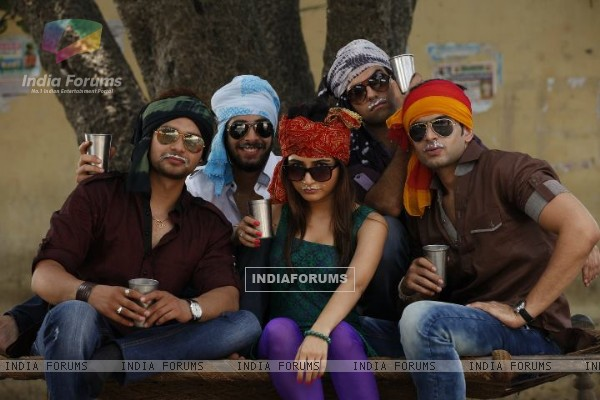 Karan Kundra with his co-stars in a poster still for the movie Pure Punjabi (158871)