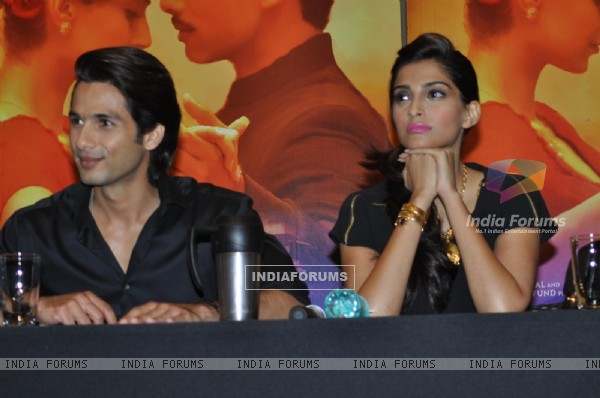 Shahid and Sonam Kapoor at Press Conference of Film 'Mausam'