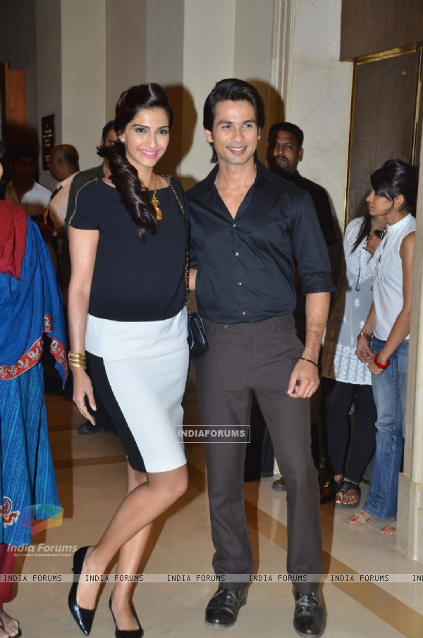 Shahid and Sonam Kapoor at Press Conference of Film 'Mausam' on IAF issues at JW Marriott