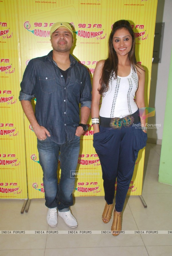 Himesh Reshammiya and Purbi Joshi at 'Damadamm' promotions at Radio Mirchi