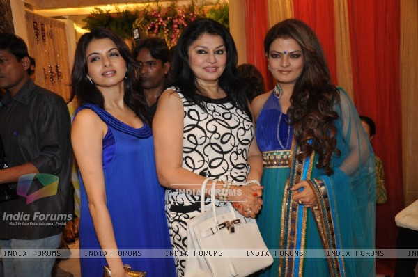Bhagyashri, Kirron Sippy & Sheeba at Nisha Sagar's latest collection launch at Juhu, Mumbai