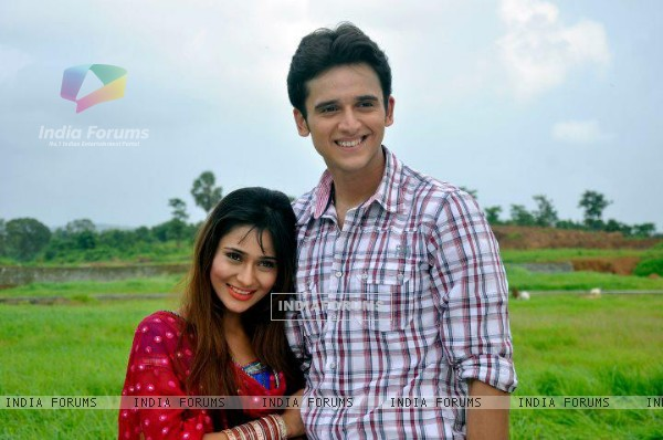 Sara Khan and Sujay Reu as Mona and Anukalp