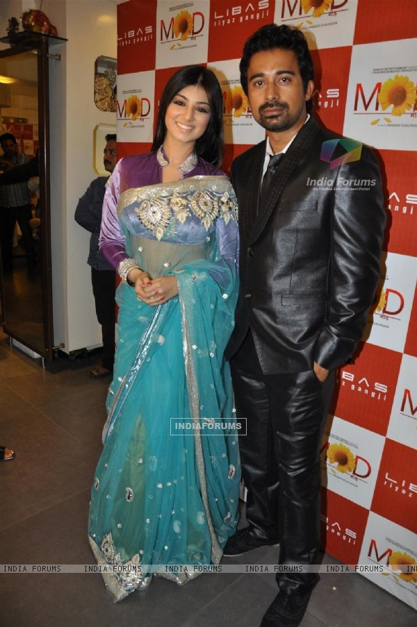 Ayesha Takia and Rannvijay Singh promote their film 'Mod' with unveiling clothes collection designer by Riyaz Gangji
