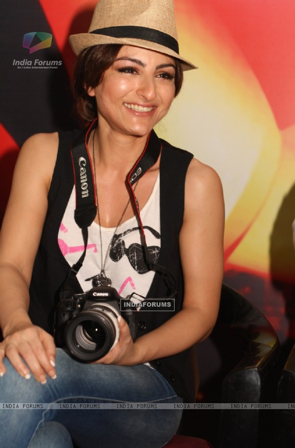 Soha Ali Khan at the 'Canon Photo Marathon' in New Delhi