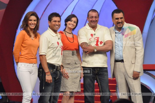 Raageshwari Loomba, Sachin Tendulkar, Dia Mirza, Sanjay Dutt and Boman Irani at NDTV Suppport my school telethon, Yashraj