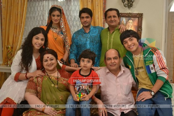 Cast from the show Dharampatni