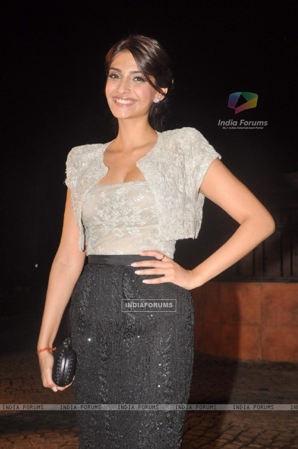 Sonam Kapoor at Akshay Kumar's movie 'Speedy Singh' bash