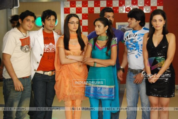 Still image from Miley Jab Hum Tum