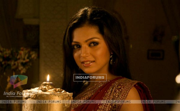 Drashti Dhami as Geet in GHSP