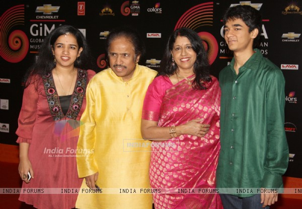 Kavita Krishnamurthy with family at 'Chevrolet Global Indian Music Awards' at Kingdom of Dreams