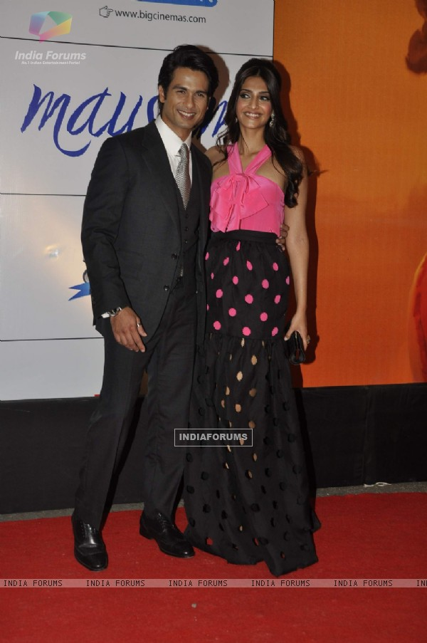 Shahid Kapoor and Sonam Kapoor at premiere of film MAUSAM at Imax, Wadala in Mumbai (160467)