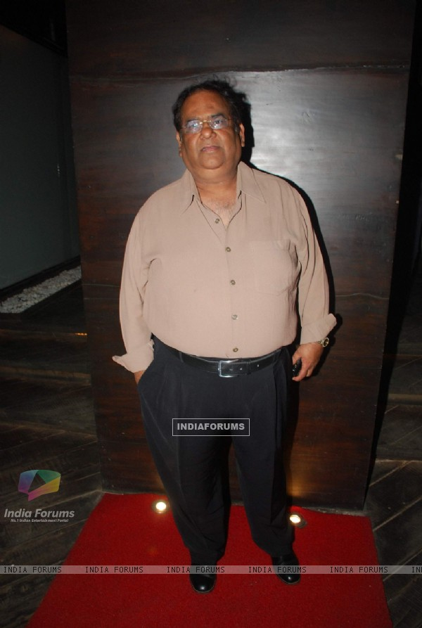 Satish Kaushik at Hum Tum Shabana film bash at Vie Lounge