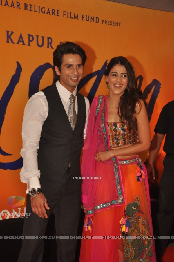 Shahid with Genelia D'Souza at Premiere of film 'Mausam' at Imax, Wadala in Mumbai (160556)
