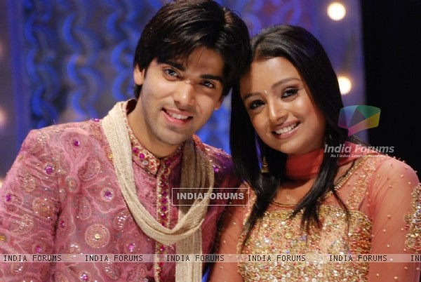 Parul Chauhan and Kinshuk Mahajan in Bidaai